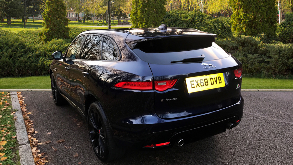 Jaguar F-PACE 3.0d V6 S 5dr AWD - Opening Panoramic Roof - Privacy Glass - Deployable Side Steps -  image 2