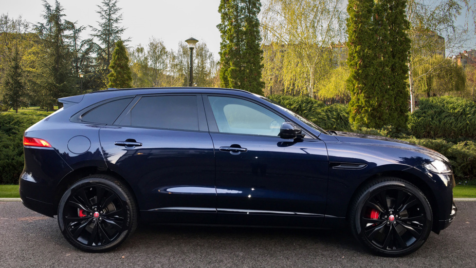 Jaguar F-PACE 3.0d V6 S 5dr AWD - Opening Panoramic Roof - Privacy Glass - Deployable Side Steps -  image 5