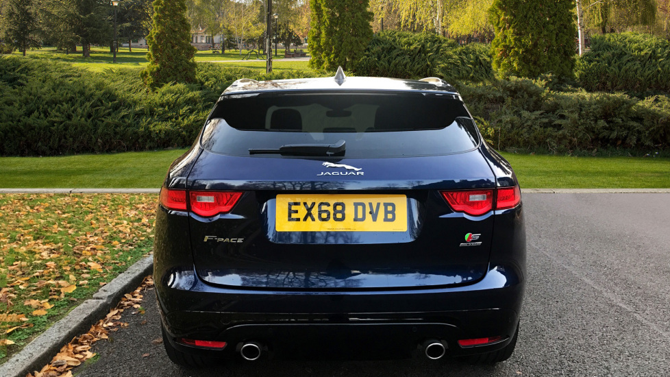 Jaguar F-PACE 3.0d V6 S 5dr AWD - Opening Panoramic Roof - Privacy Glass - Deployable Side Steps -  image 6