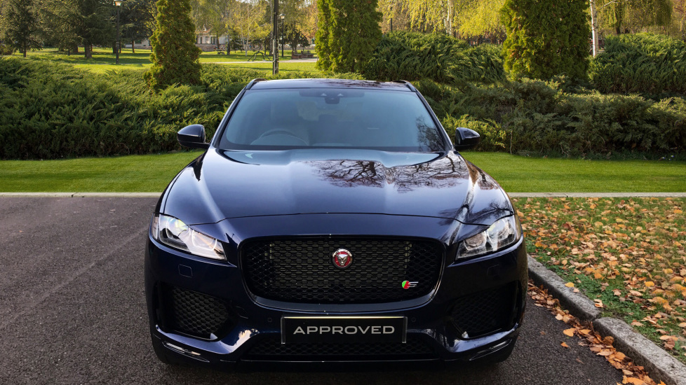 Jaguar F-PACE 3.0d V6 S 5dr AWD - Opening Panoramic Roof - Privacy Glass - Deployable Side Steps -  image 7