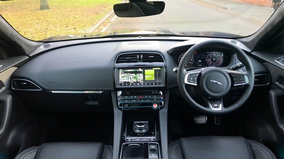 Jaguar F-PACE 3.0d V6 S 5dr AWD - Opening Panoramic Roof - Privacy Glass - Deployable Side Steps -  image 9
