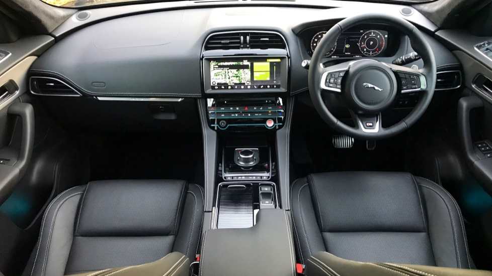 Jaguar F-PACE 3.0d V6 S 5dr AWD - Opening Panoramic Roof - Privacy Glass - Deployable Side Steps -  image 12
