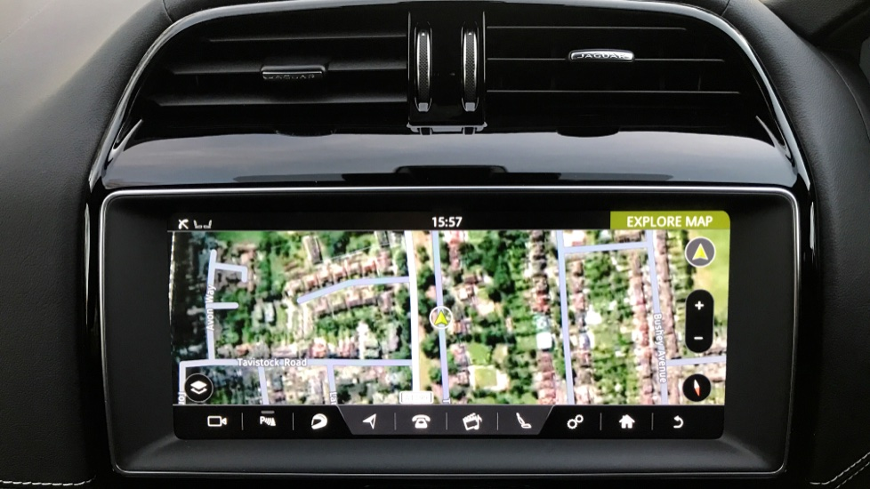 Jaguar F-PACE 3.0d V6 S 5dr AWD - Opening Panoramic Roof - Privacy Glass - Deployable Side Steps -  image 16