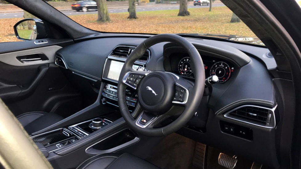 Jaguar F-PACE 3.0d V6 S 5dr AWD - Opening Panoramic Roof - Privacy Glass - Deployable Side Steps -  image 26