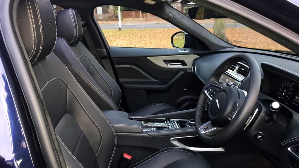 Jaguar F-PACE 3.0d V6 S 5dr AWD - Opening Panoramic Roof - Privacy Glass - Deployable Side Steps -  image 27