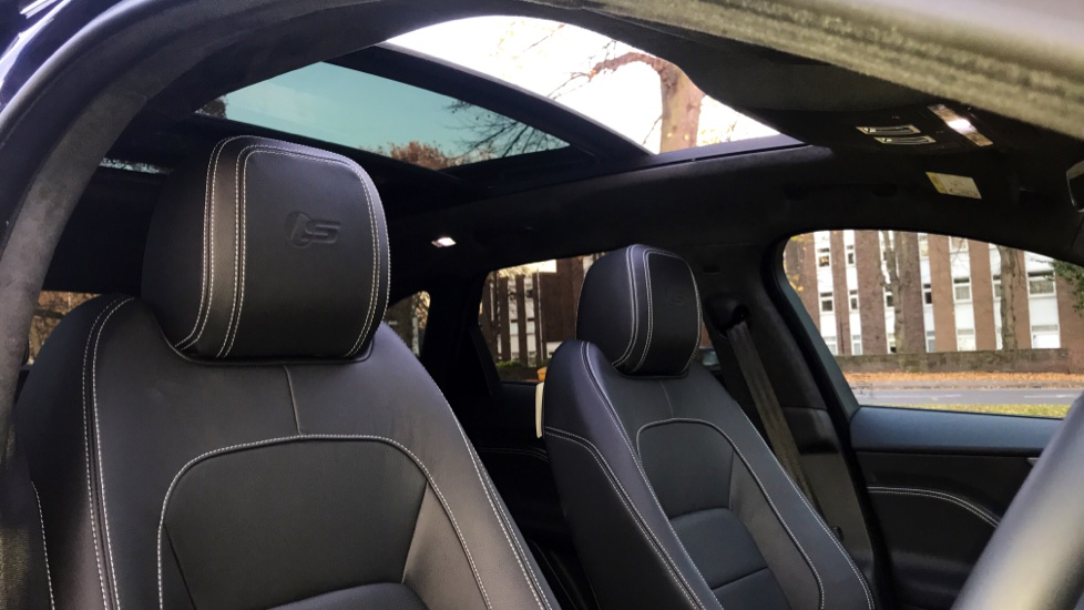 Jaguar F-PACE 3.0d V6 S 5dr AWD - Opening Panoramic Roof - Privacy Glass - Deployable Side Steps -  image 28