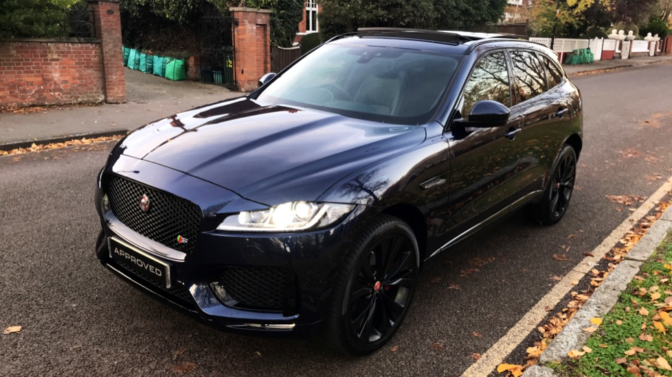 Jaguar F-PACE 3.0d V6 S 5dr AWD - Opening Panoramic Roof - Privacy Glass - Deployable Side Steps -  image 31