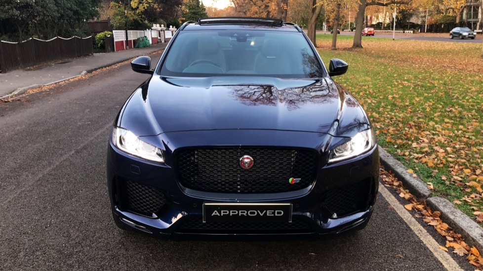 Jaguar F-PACE 3.0d V6 S 5dr AWD - Opening Panoramic Roof - Privacy Glass - Deployable Side Steps -  image 32