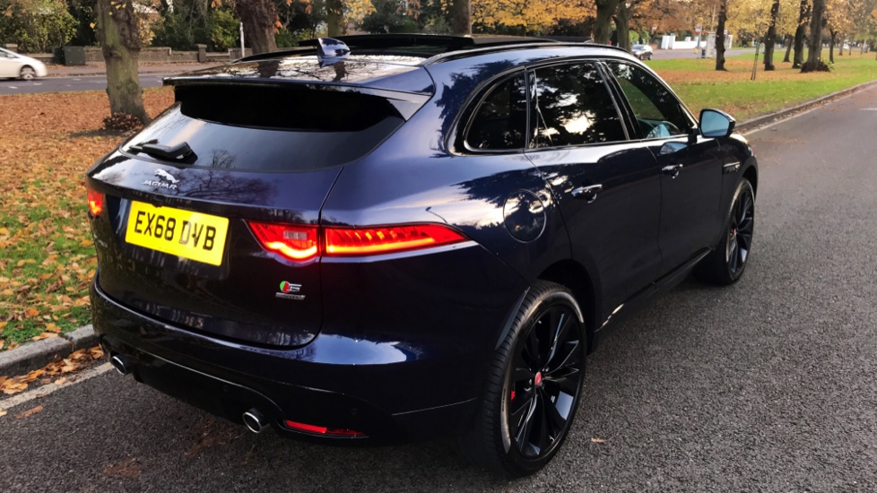 Jaguar F-PACE 3.0d V6 S 5dr AWD - Opening Panoramic Roof - Privacy Glass - Deployable Side Steps -  image 34