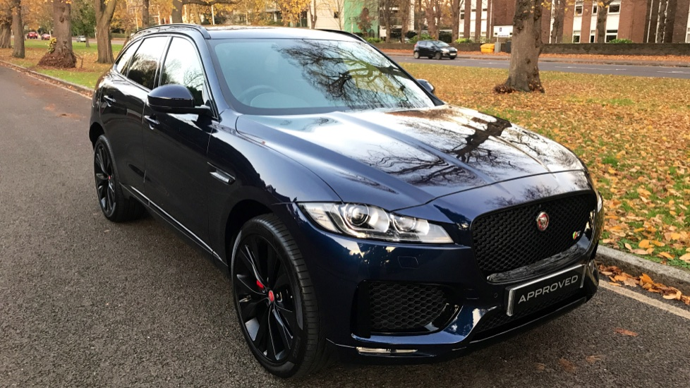 Jaguar F-PACE 3.0d V6 S 5dr AWD - Opening Panoramic Roof - Privacy Glass - Deployable Side Steps -  image 37