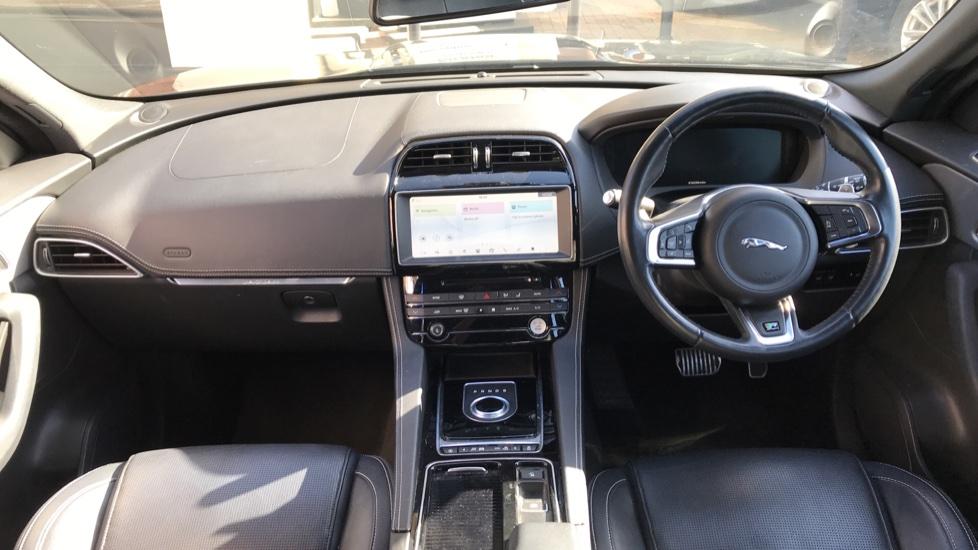 Jaguar F-PACE 2.0d R-Sport 5dr AWD image 9
