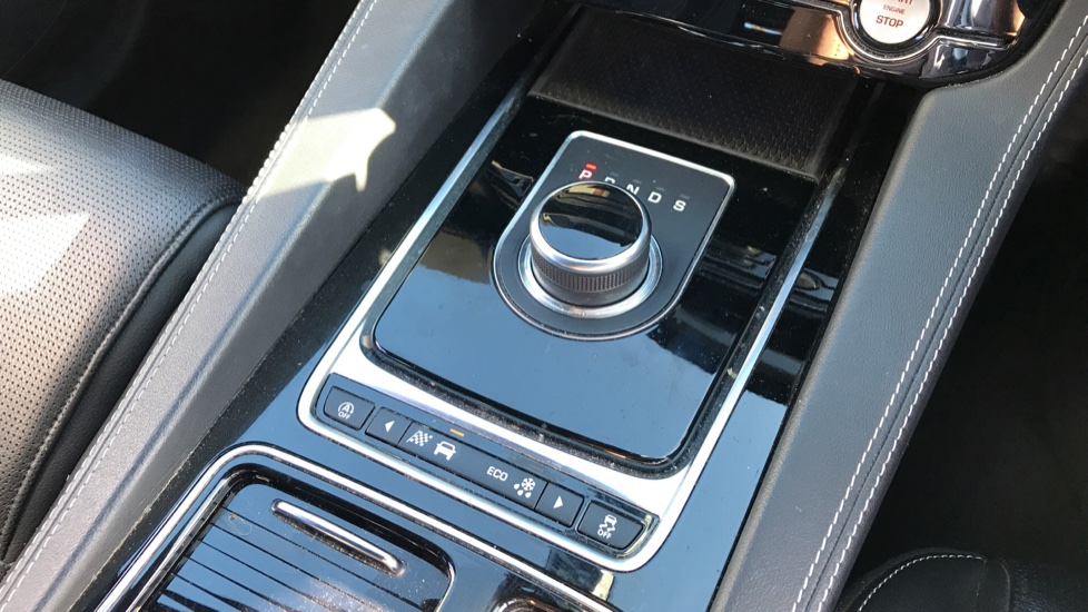 Jaguar F-PACE 2.0d R-Sport 5dr AWD image 16