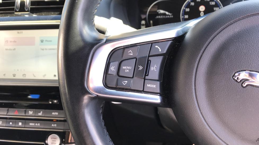 Jaguar F-PACE 2.0d R-Sport 5dr AWD image 17