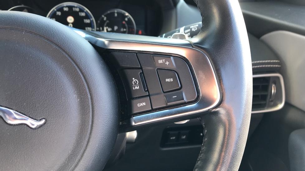 Jaguar F-PACE 2.0d R-Sport 5dr AWD image 18