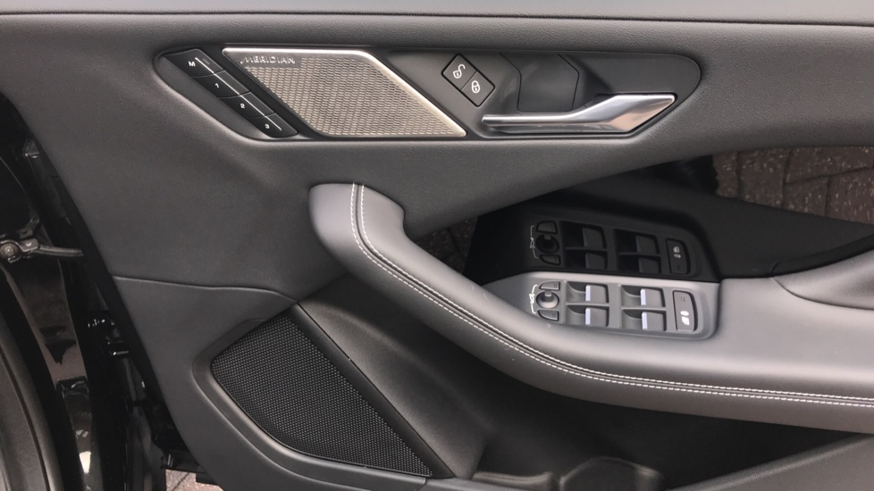 Jaguar I-PACE 294kW EV400 SE 90kWh - Fixed Panoramic Roof - Privacy Glass -  image 21