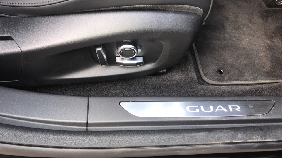 Jaguar I-PACE 294kW EV400 SE 90kWh - Fixed Panoramic Roof - Privacy Glass -  image 22
