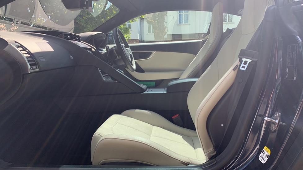 Jaguar F-TYPE 2.0 P300 R-Dynamic 2dr image 3