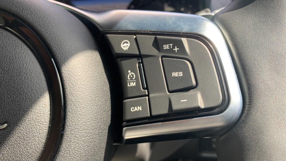 Jaguar F-TYPE 2.0 P300 R-Dynamic 2dr image 13