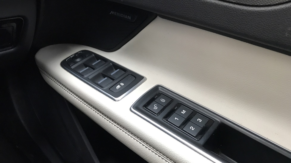 Jaguar XF 3.0d V6 S image 19