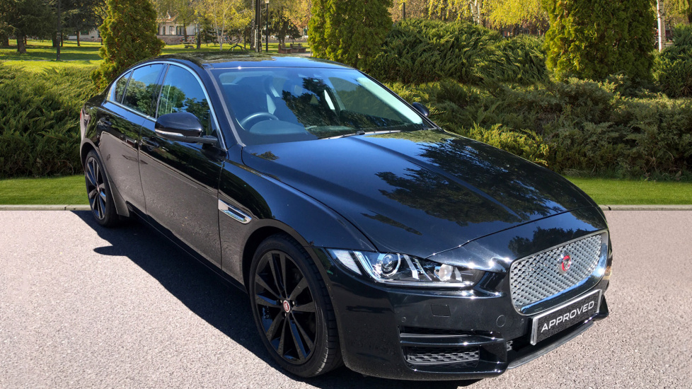 Jaguar XE 2.0d [180] Portfolio 4dr - Great Colour Combo - Sliding Panoramic Roof -  Diesel Automatic Saloon (2018) image