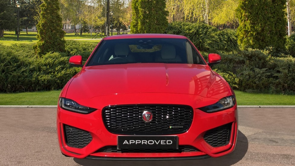 Jaguar XE 2.0d R-Dynamic S with Reverse Camera and Heated Seats image 7