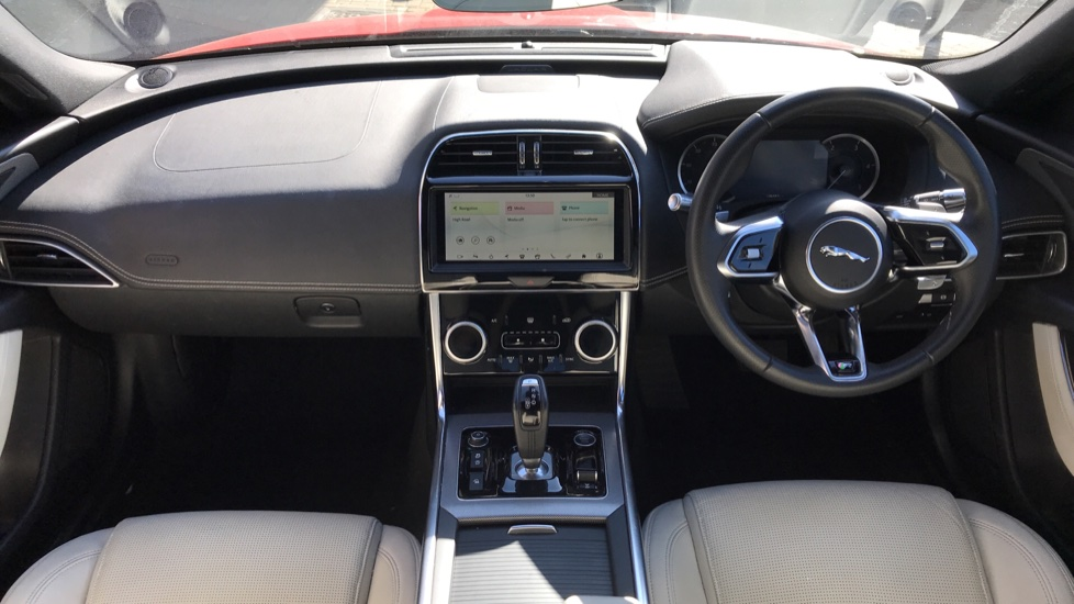 Jaguar XE 2.0d R-Dynamic S with Reverse Camera and Heated Seats image 9