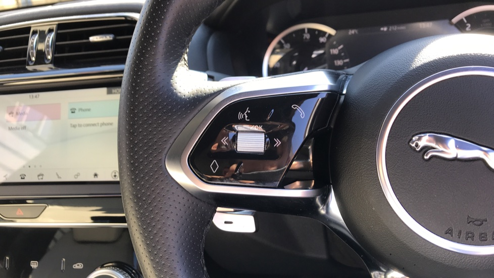 Jaguar XE 2.0d R-Dynamic S with Reverse Camera and Heated Seats image 17