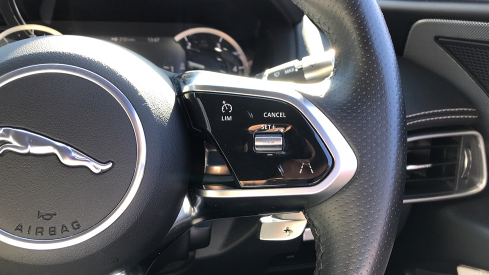 Jaguar XE 2.0d R-Dynamic S with Reverse Camera and Heated Seats image 18