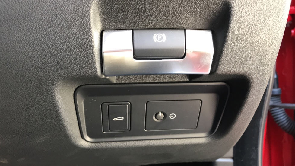 Jaguar XE 2.0d R-Dynamic S with Reverse Camera and Heated Seats image 22