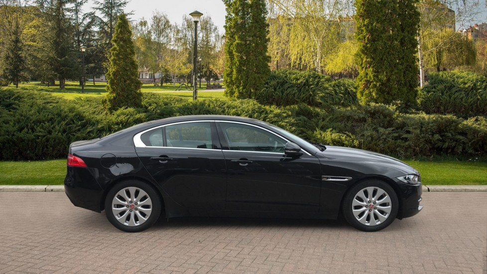 Jaguar XE 2.0d Prestige with Heated Seats and Parking Sensors image 5