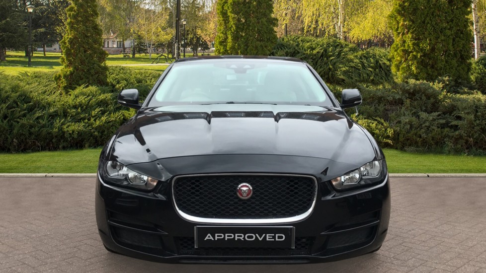 Jaguar XE 2.0d Prestige with Heated Seats and Parking Sensors image 7