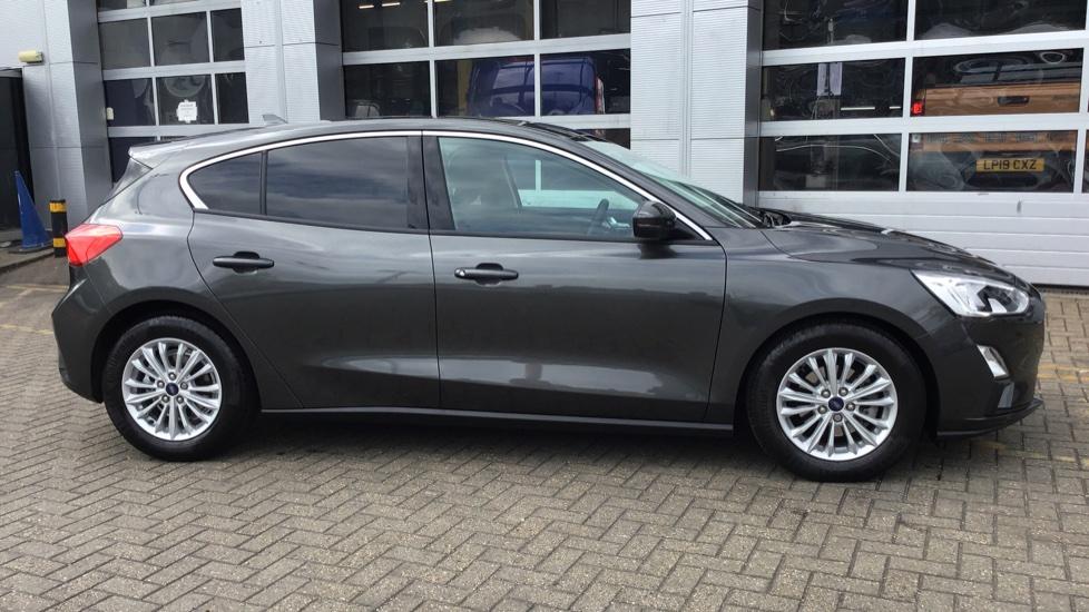 Ford Focus 2019 Magnetic Grey 16 500 Edgware Trustford