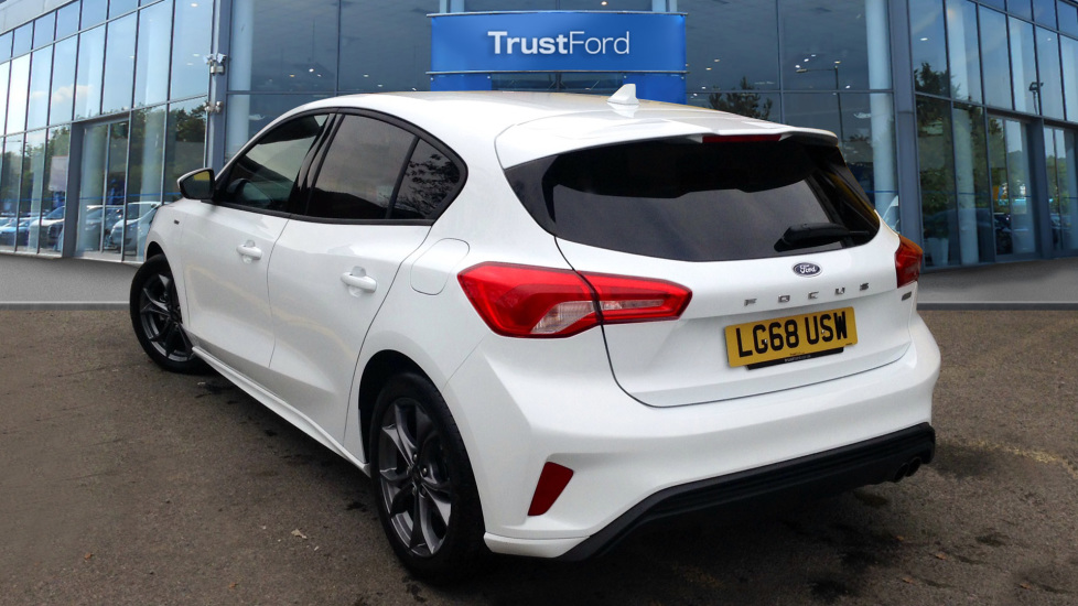 Ford Focus 2018 Frozen White 17 500 Cobham Trustford