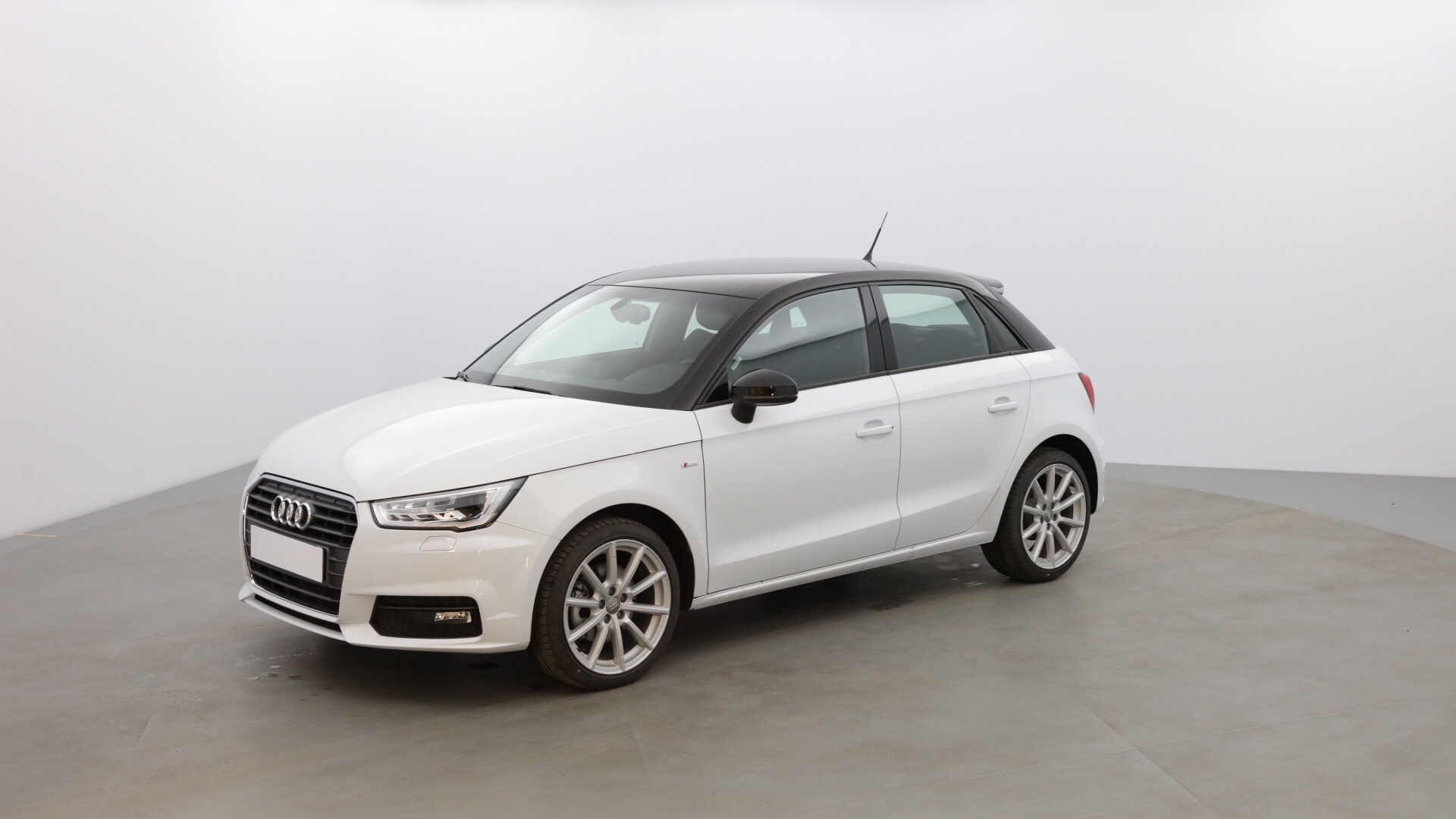 achat en ligne audi a1 sportback 1 6 tdi 116ch s line occasion berline manuelle 18 143 km. Black Bedroom Furniture Sets. Home Design Ideas