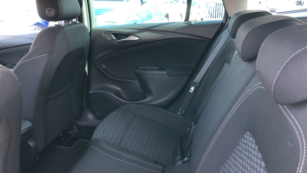 Vauxhall Astra 1.6 CDTi 16V 136 SRi Nav 5dr image 4