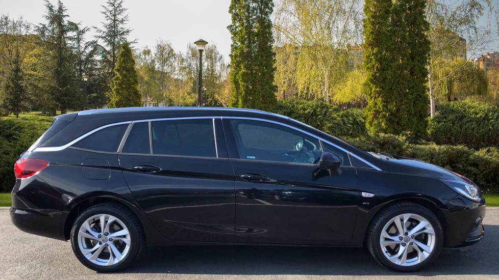 Vauxhall Astra 1.6 CDTi 16V 136 SRi Nav 5dr image 5