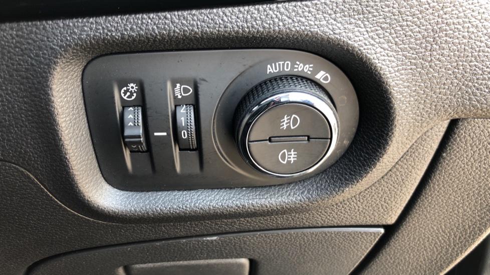 Vauxhall Astra 1.6 CDTi 16V 136 SRi Nav 5dr image 11