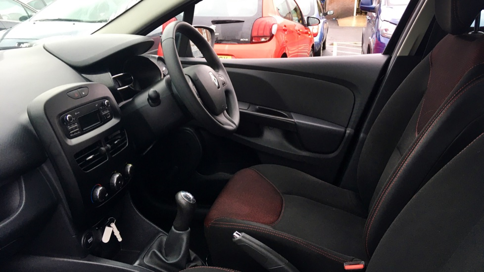 Renault Clio 1.2 16V Expression+ 5dr image 3 thumbnail