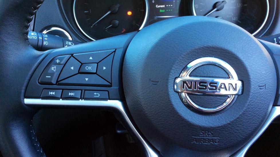 Nissan Qashqai 1.6 DiG-T N-Connecta 5dr image 13