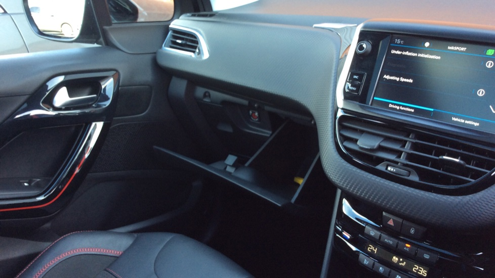 Peugeot 2008 SUV 1.6 BlueHDi 120 GT Line 5dr image 24
