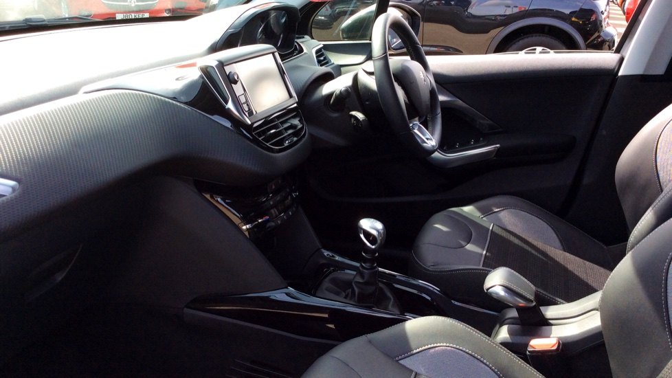 Peugeot 2008 SUV 1.2 PureTech 130 Allure 5dr image 3