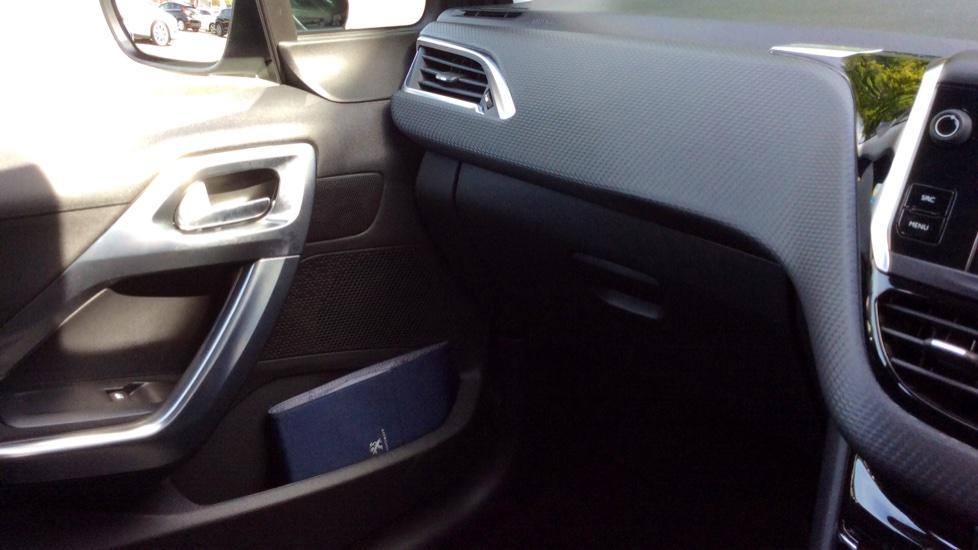 Peugeot 2008 SUV 1.2 PureTech 130 Allure 5dr image 25