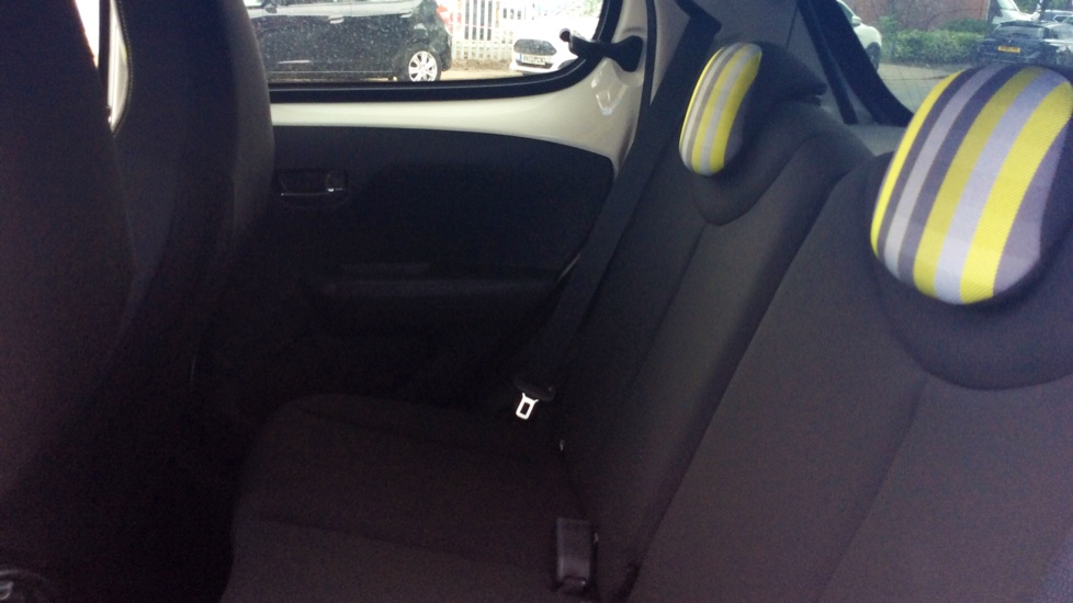 Peugeot 108 1.0 72 Collection 5dr image 4