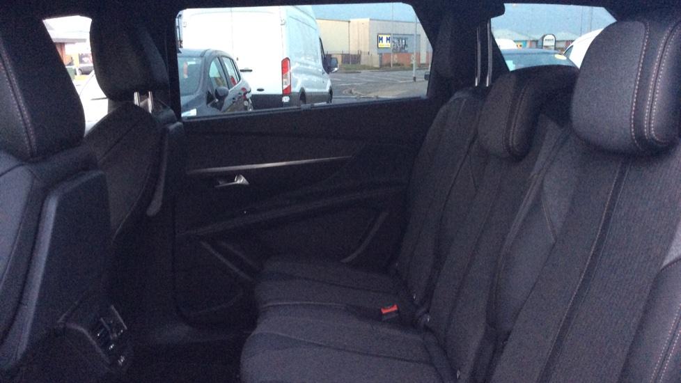 Peugeot 5008 1.5 BlueHDi GT Line 5dr image 4