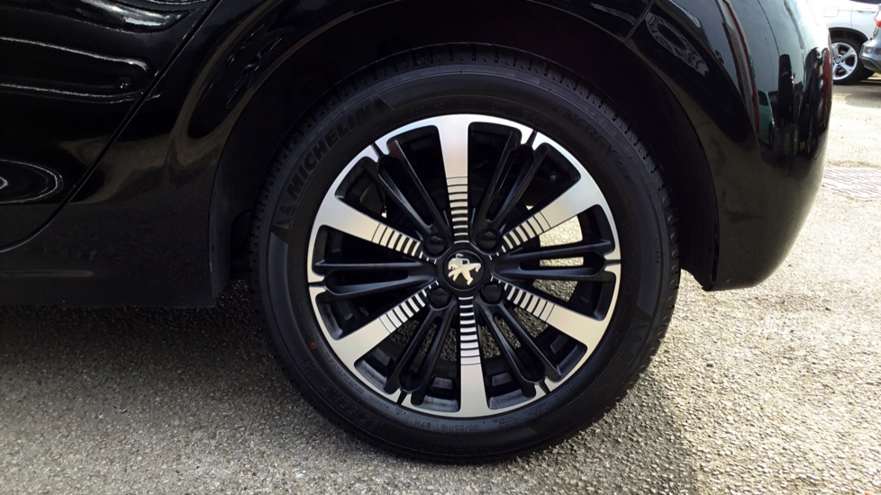 Peugeot 208 1.2 PureTech 82 Tech Edition 5dr [Start Stop] image 8