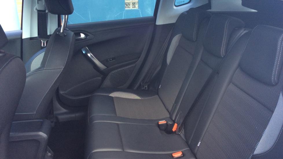 Peugeot 2008 SUV 1.2 PureTech 130 Allure 5dr image 4