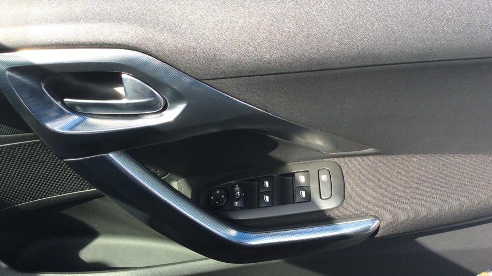 Peugeot 2008 SUV 1.2 PureTech 130 Allure 5dr image 12