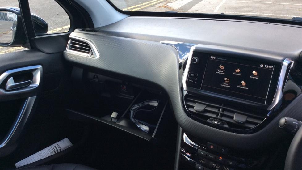 Peugeot 2008 SUV 1.2 PureTech 130 Allure 5dr image 24