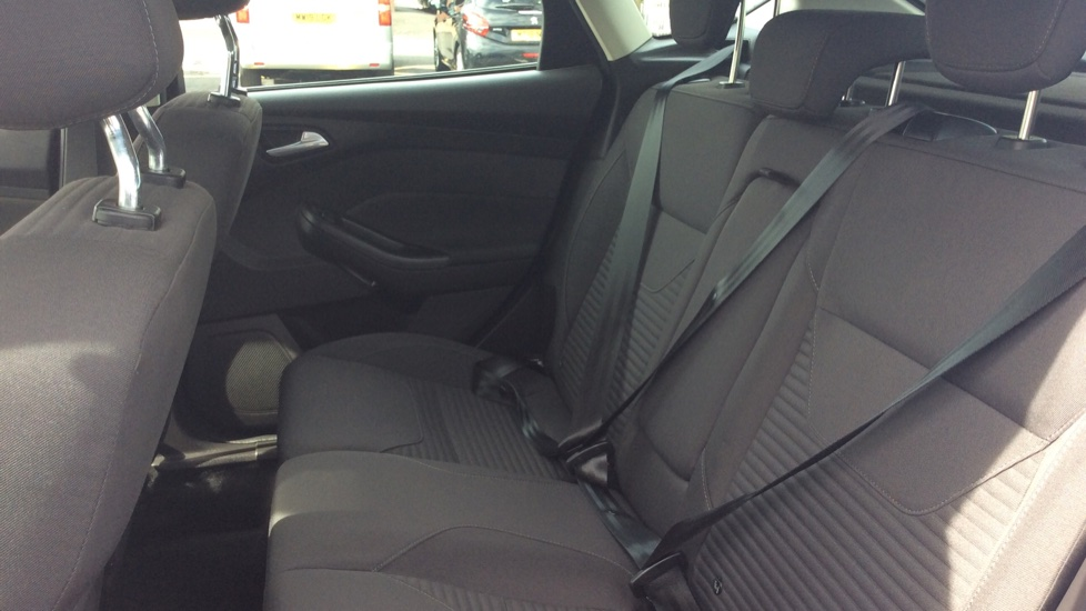 Ford Focus 1.5 TDCi 120 Titanium 5dr image 4