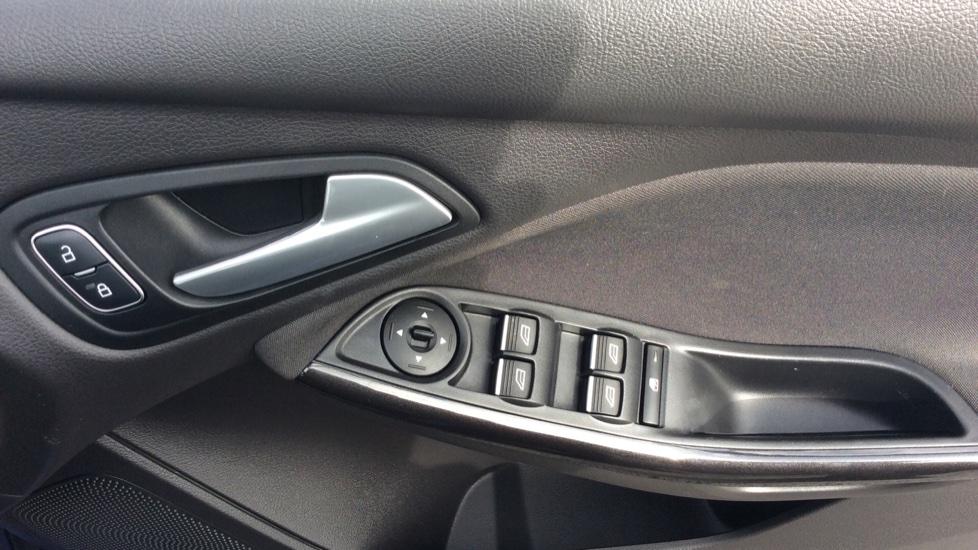 Ford Focus 1.5 TDCi 120 Titanium 5dr image 13